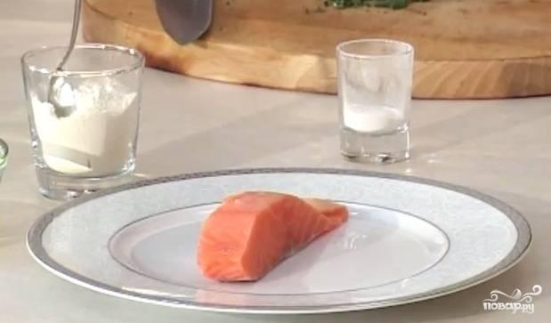 4. Семги понадобится небольшой кусочек. Если использовать другую рыбу, то вкус получится совершенно иным. Семга — королева рыб, она великолепно сочетается со сливками и зеленью.