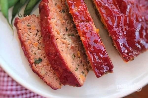 5. Митлоф с кетчупом готов. Приятного аппетита!