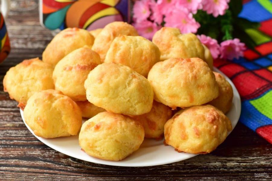 Заварные булочки с сыром готовы!