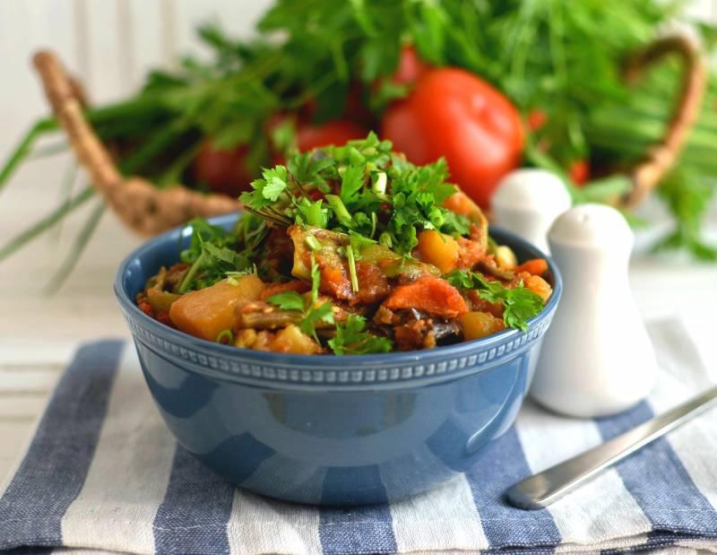 Рагу со свининой, овощами, протертыми томатами и розмарином