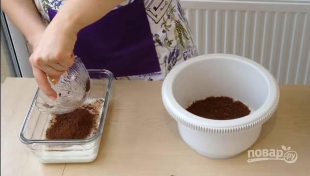3.Какао распределите по двум мискам (при желании можете взять немного больше).