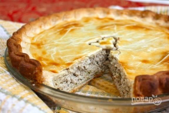 5. Перед подачей оставьте пирог остыть минут на 10, а после можно нарезать порционными кусочками. Приятного аппетита!