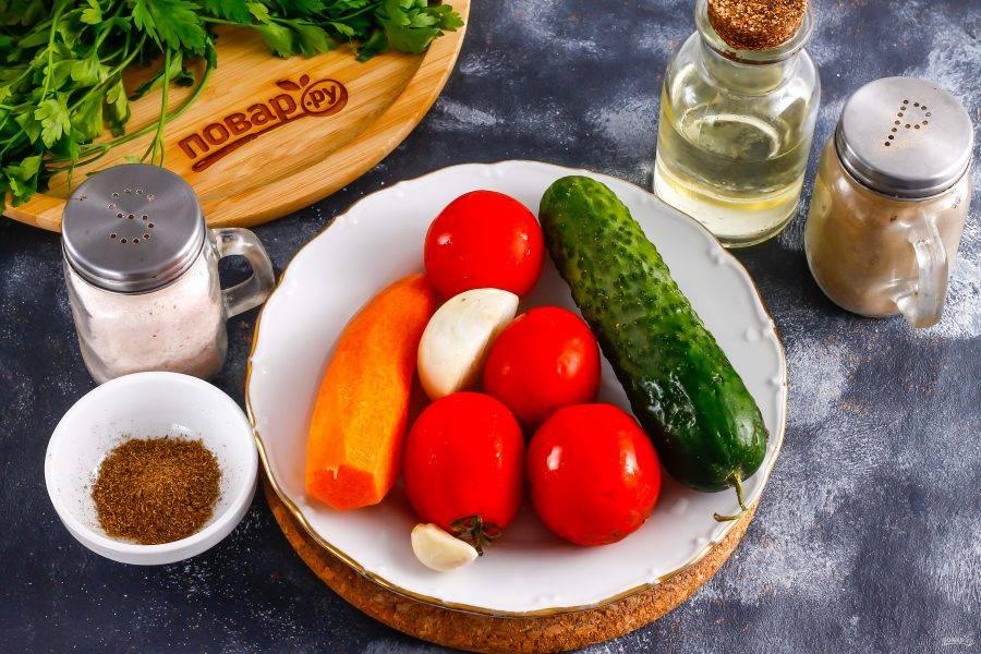 Подготовьте указанные ингредиенты. Морковь по-корейски можно приобрести в магазине, на рынке либо сделать самим.