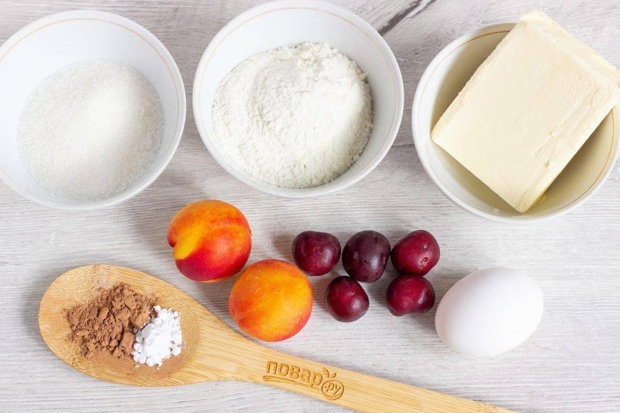 Подготовьте все необходимые ингредиенты, включая соль и сметану.