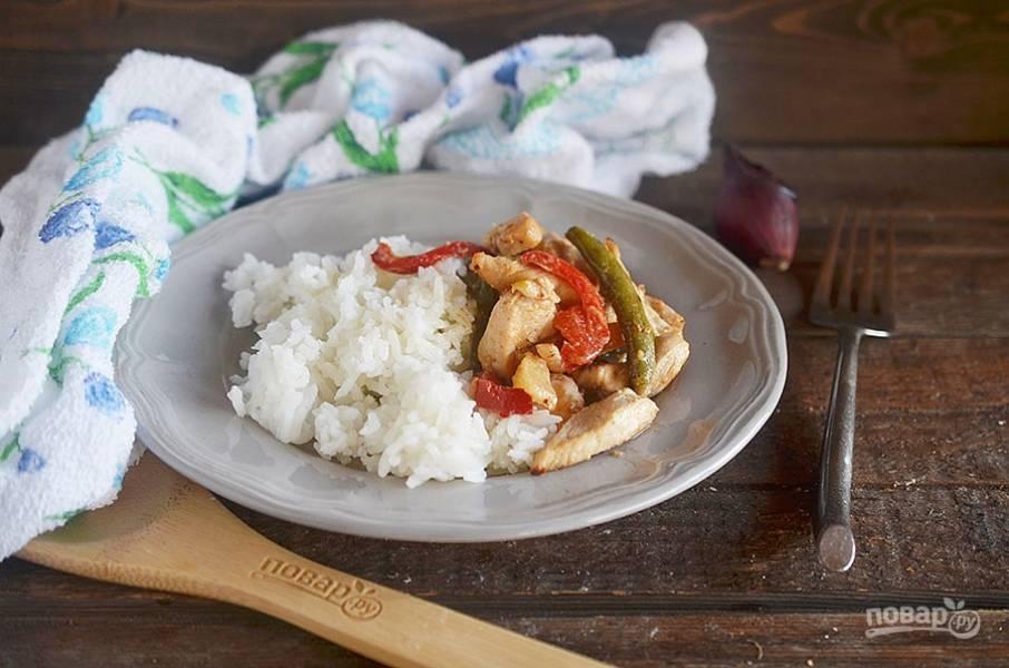 10. Подавайте куриное карри с рисом.  Приятного аппетита!