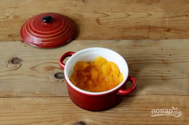 Тыкву отварите или запеките, разомните мякоть до однородного состояния. Тем временем отварите яйцо вкрутую.