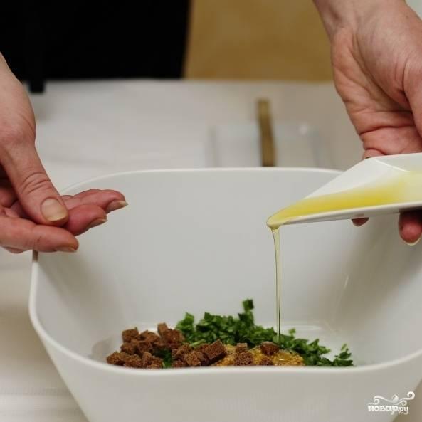Заправляем оливковым маслом и бальзамиком.