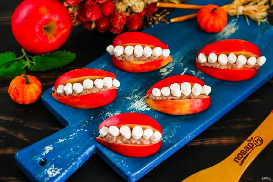 Улыбка с зубами на Хэллоуин