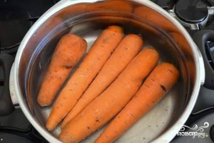 Отварить морковь практически до готовности. Лучше недоварить, чем переварить:)