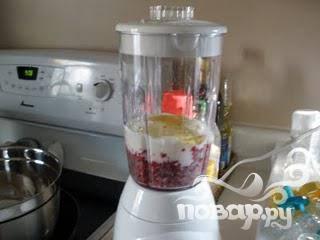 5.Добавить в блендер молочные продукты и остальные ингредиенты, смешать до кремообразной консистенции.