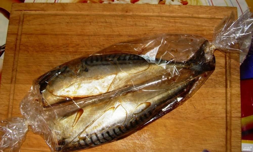 """4. В среднем она готовится около 40 минут. Когда она приготовится, достаем ее, прокалываем рукав и даем рыбе """"отдохнуть"""" немного на столе."""