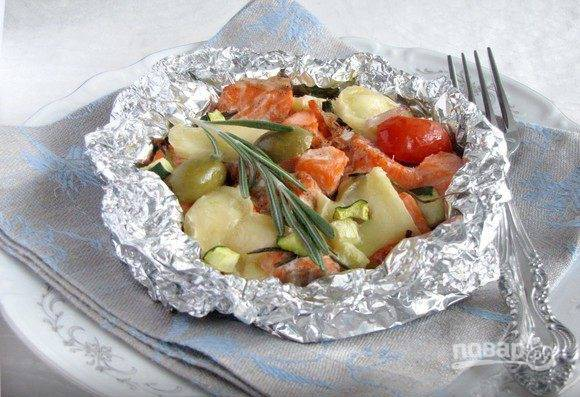 Запекайте блюдо в духовке, которую следует предварительно разогреть до двухсот пятидесяти градусов. Для запекания будет достаточно двенадцати минут. Подавайте блюдо горячим.