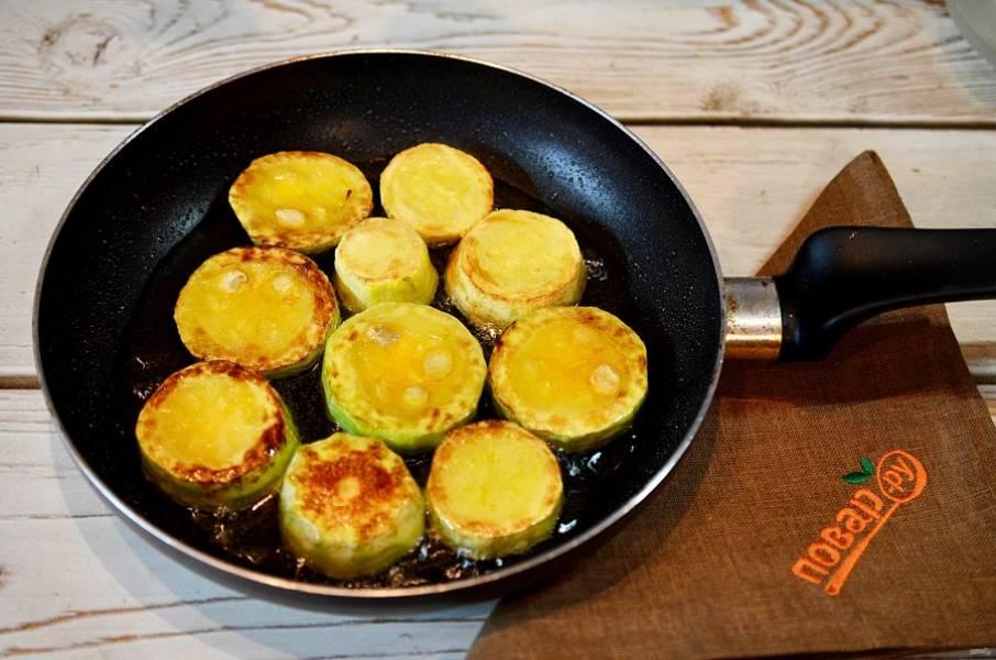 2. Обжарьте с добавлением масла до готовности.