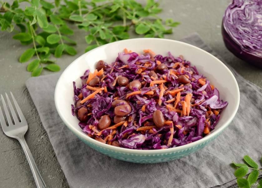 Салат с красной капустой и красной фасолью готов, приятного аппетита!