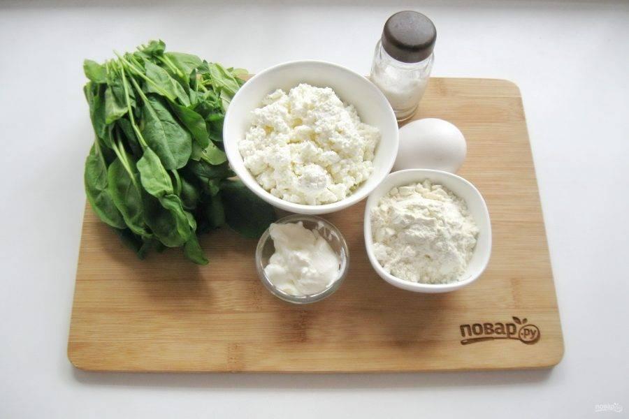 Подготовьте ингредиенты для приготовления запеканки.