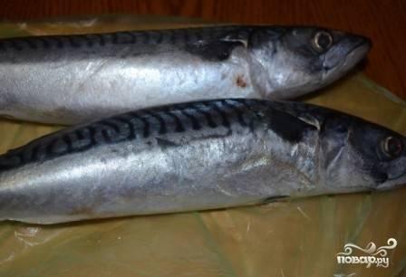Если у вас замороженная рыба, первым делом ее размораживаем.