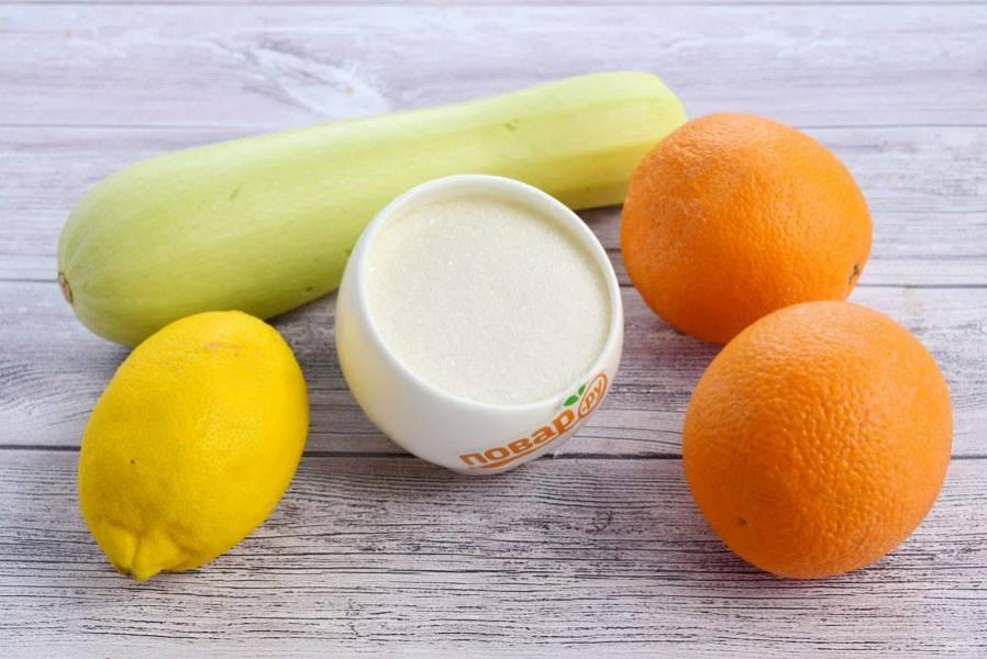 1. Кабачок помойте. Если кожица жесткая, то снимите ее. Апельсин и лимон ошпарьте кипятком, тщательно вымойте.