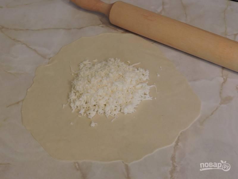8. В центр выложите сыр.