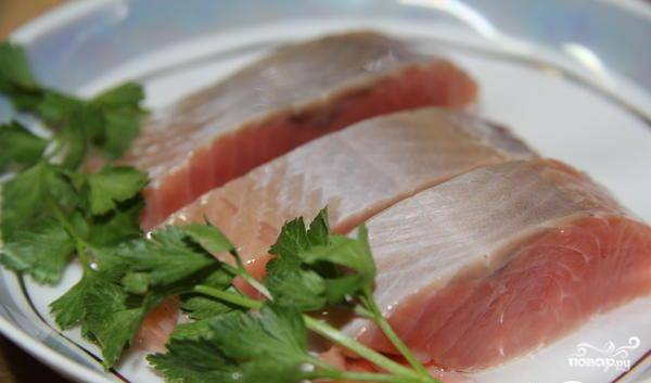 Для долгого хранения рыбу можно залить растительным маслом и закрыть плотной крышкой. Лучше всего выбирать стеклянную емкость. Приятной дегустации!
