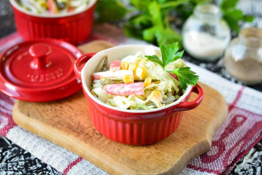 Крабовый салат с соленым огурцом