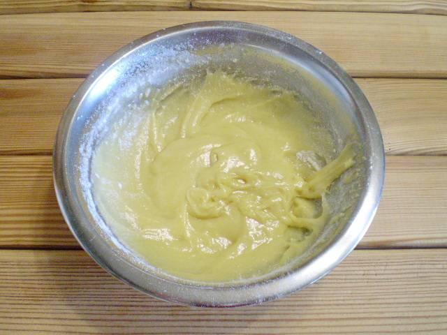 7. Готовое тесто не должно быть слишком густым, но и не должно растекаться.