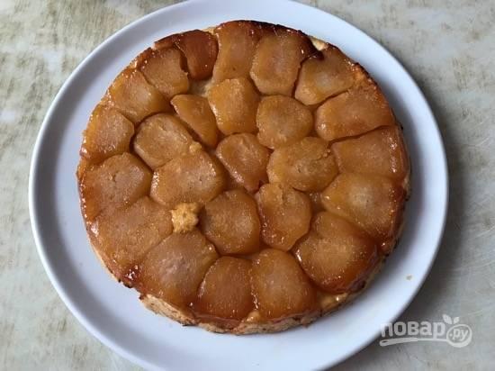 6. Готовый тарт сразу же переверните на блюдо и подавайте горячим. Приятного чаепития!