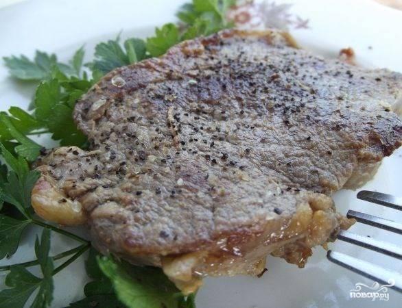 Сочный стейк из свинины