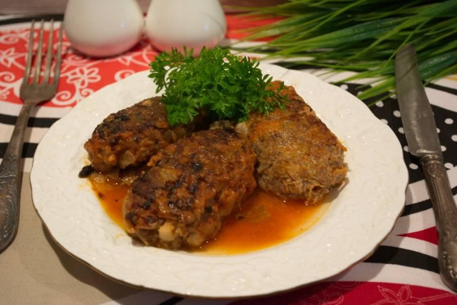 Подайте ленивые голубцы с капустой и фаршем к столу. Приятного аппетита!
