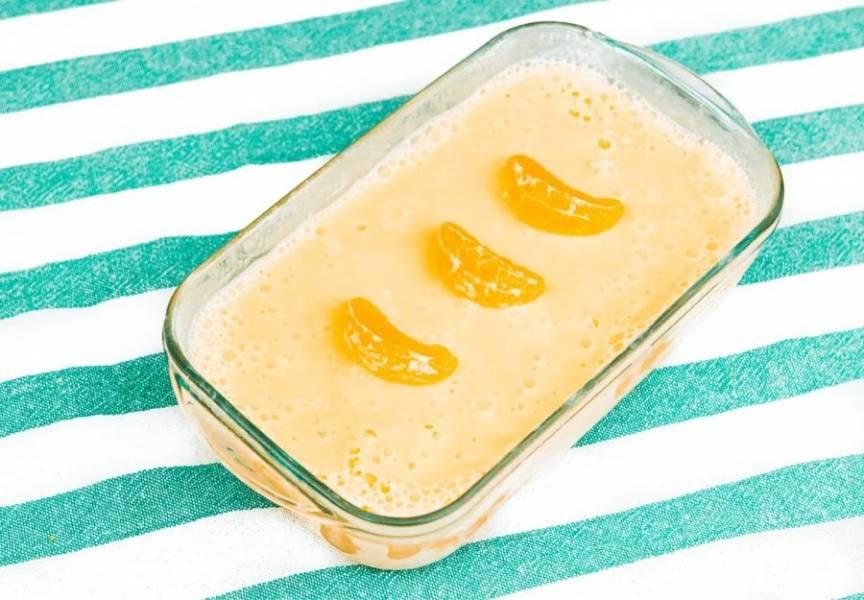 3. Подавайте мороженое, украсив его дольками мандарина. Приятного аппетита!
