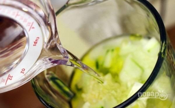 6.Влейте холодную воду, можете добавить лед, если нет времени на охлаждение блюда в холодильнике.