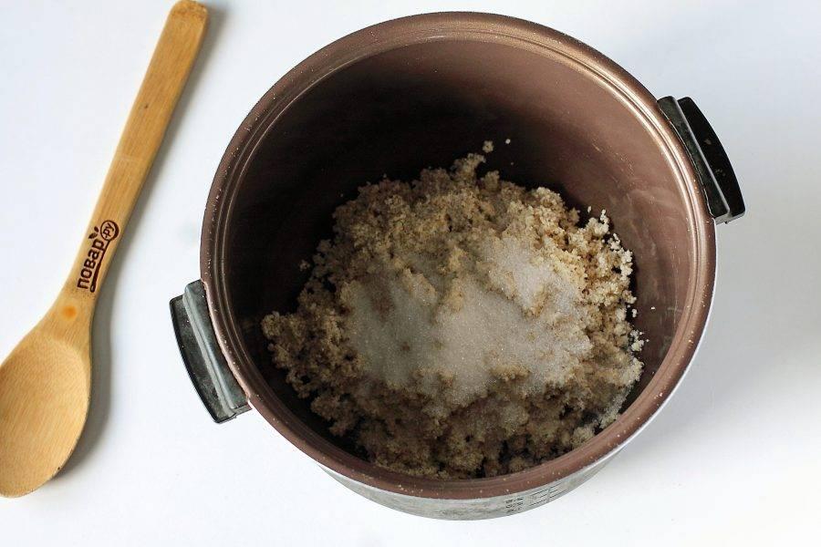 Добавьте соль и сахар по вкусу.