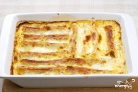 Поставьте форму в разогретую до 180 градусов духовку и выпекайте 30-40 минут. Приятного аппетита!
