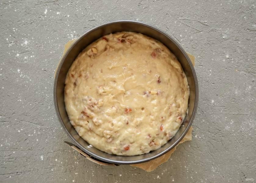 Переложите тесто в форму для запекания. Выпекайте 40-50 минут при температуре 180 градусов. Готовность проверяйте зубочисткой.