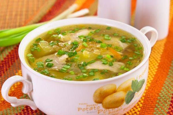 6. Суп готов! Подавайте его вместе со свежей зеленью!