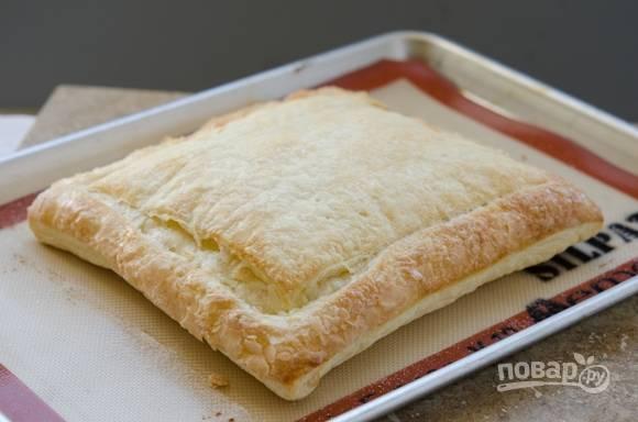 3. Поместите тесто в разогретую до 180 градусов духовку и запекайте в течение 20-22 минут или до золотистого цвета.