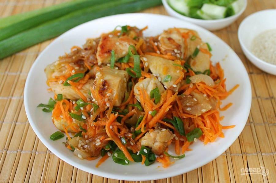 Куриная грудка с корейской морковкой готова. Подаем горячей. Приятного аппетита!