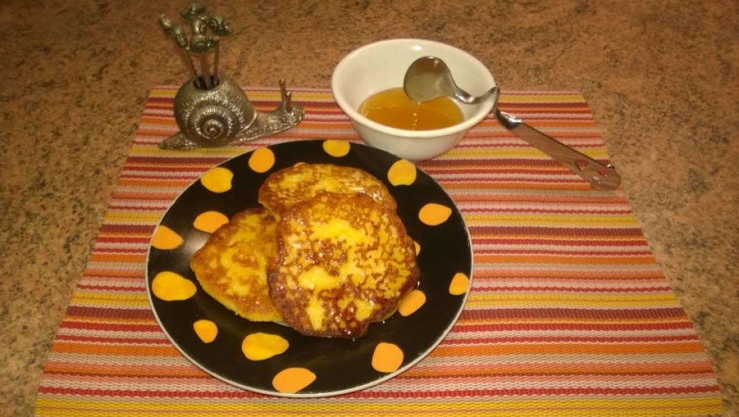 5. Сырники готовы. Подавать можно со сметаной, медом ,вареньем. Получилось очень вкусно и необычно!