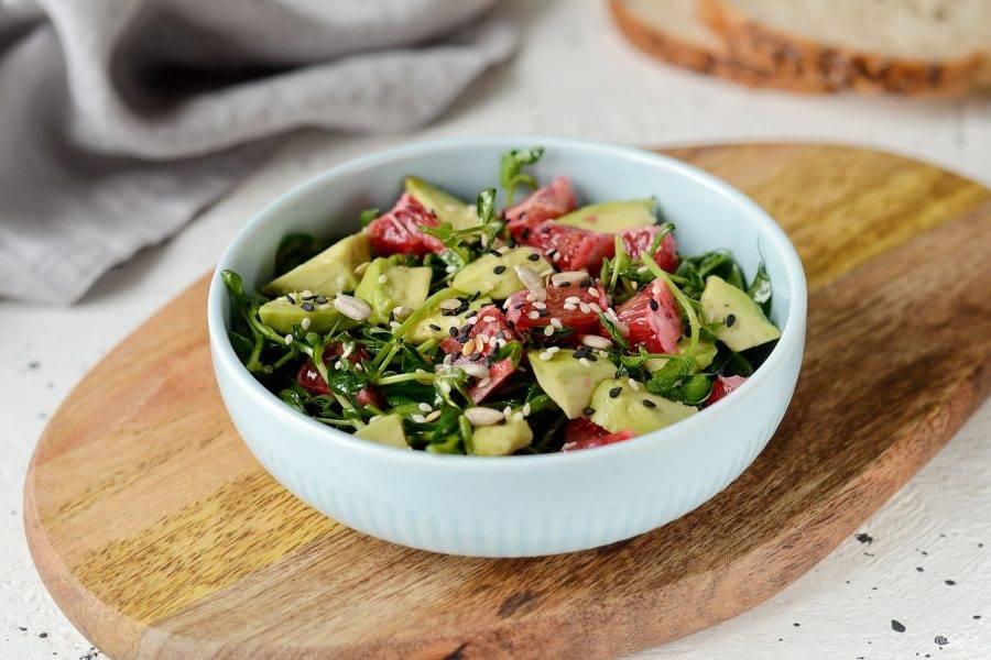 Салат с авокадо и имбирем готов, приятного вам аппетита!