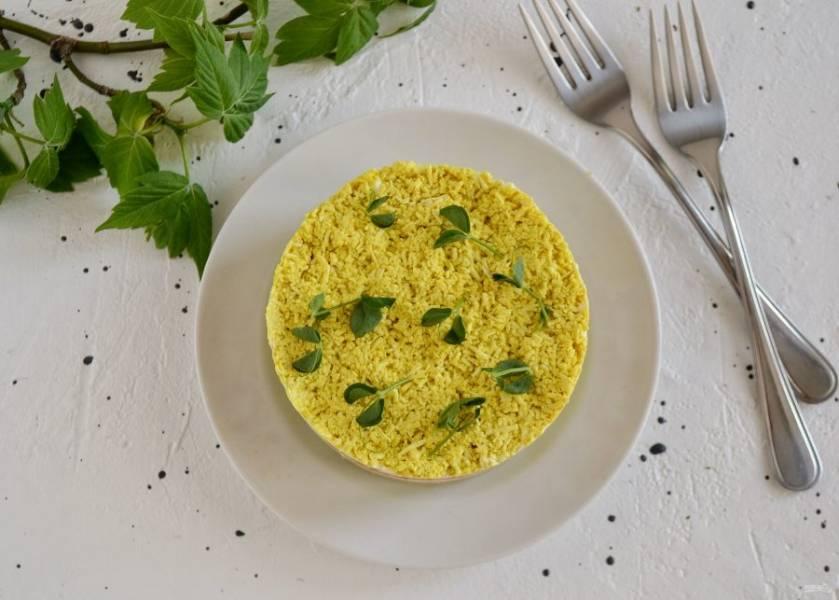 """Салат """"Мимоза"""" без яиц готов, приятного аппетита!"""