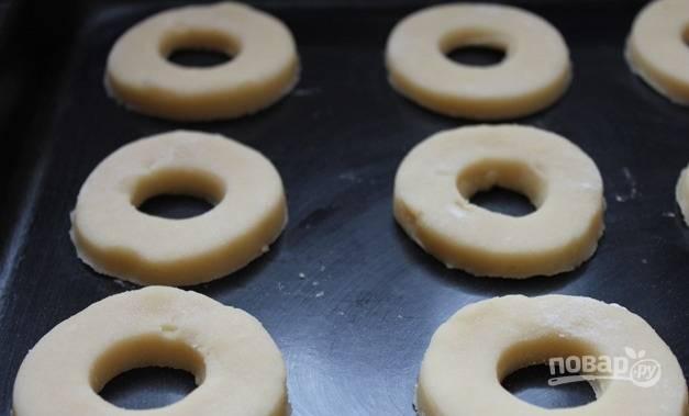 6. Выложите печенье на противень и отправьте в духовку.