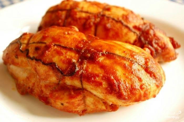 Запекаем куриное филе 15-20 минут при 250 градусах.