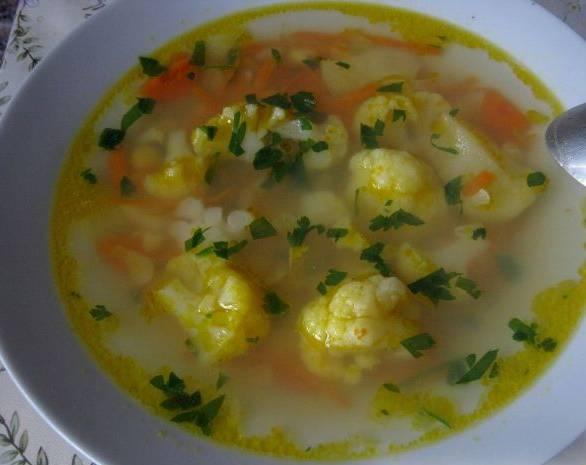 4. Кипящий суп держим еще 5 минут на слабом огне, а потом еще 19 минут под крышкой. И зовем всех к столу!