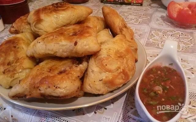 Запекайте узбекскую самсу в разогретой до 200 градусов духовке при 30-40 минут. Приятного аппетита!