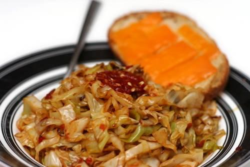 5. Подавать такое блюдо к столу можно в качестве гарнира к мясу или рыбе, а также в качестве низкокалорийного перекуса, например.