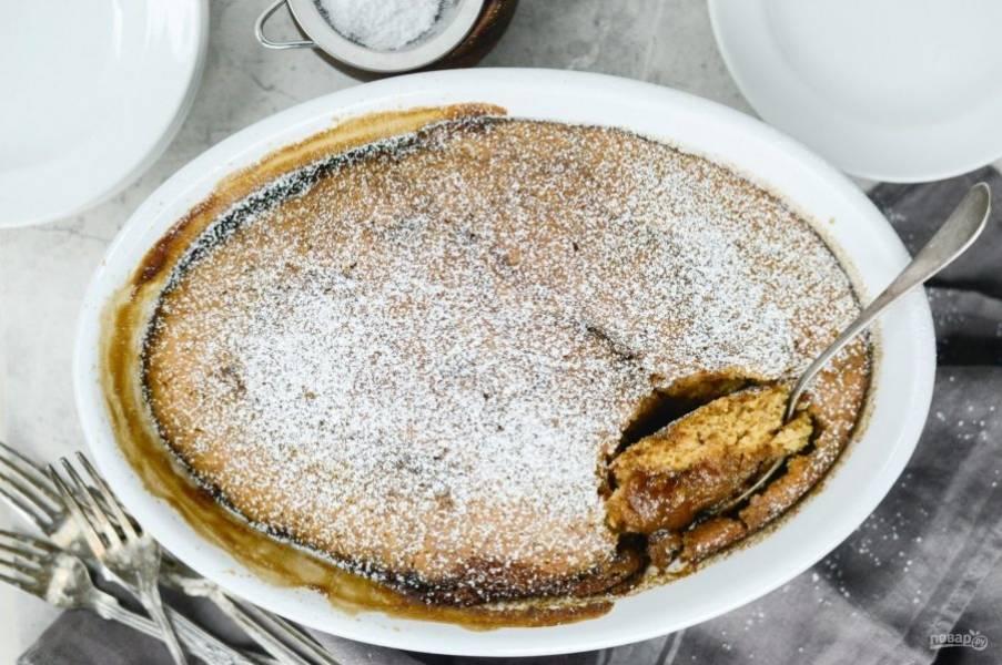 5. Запекайте кекс в течение 40 минут при 180 градусах в духовке. Украсьте сахарной пудрой и подавайте к столу. Приятного чаепития!