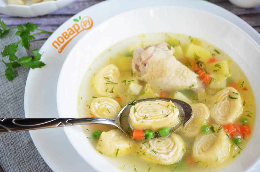 Суп с сырными рулетиками