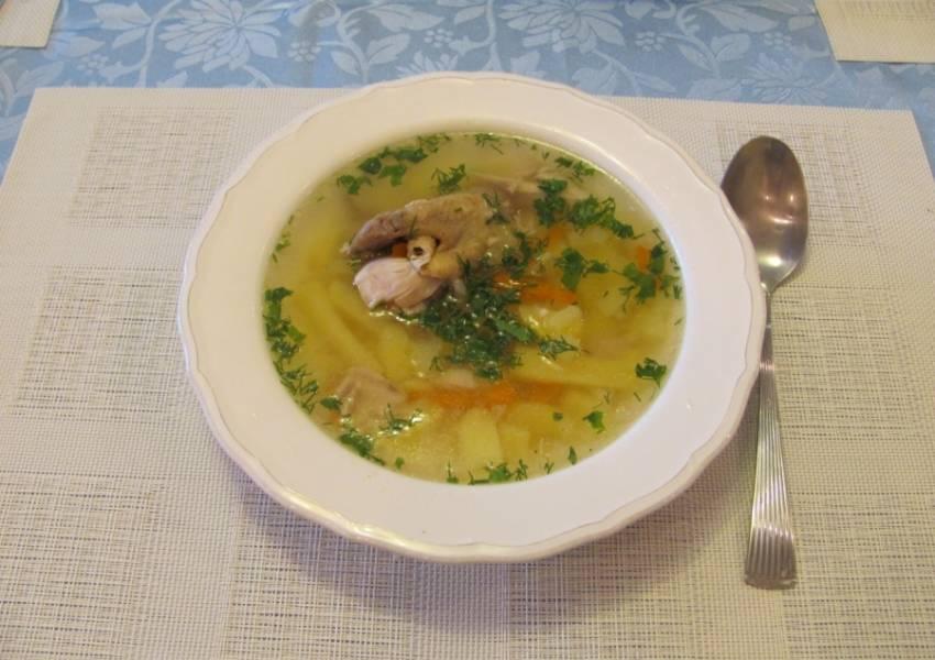 5. Вот и все! Насыпаем суп по тарелкам и посыпаем свежей зелень. Приятного аппетита!
