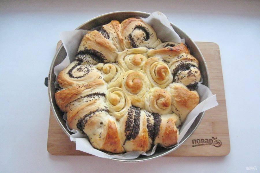 Выпекайте пирог в духовке заранее разогретой до 175 градусов 45-50 минут.