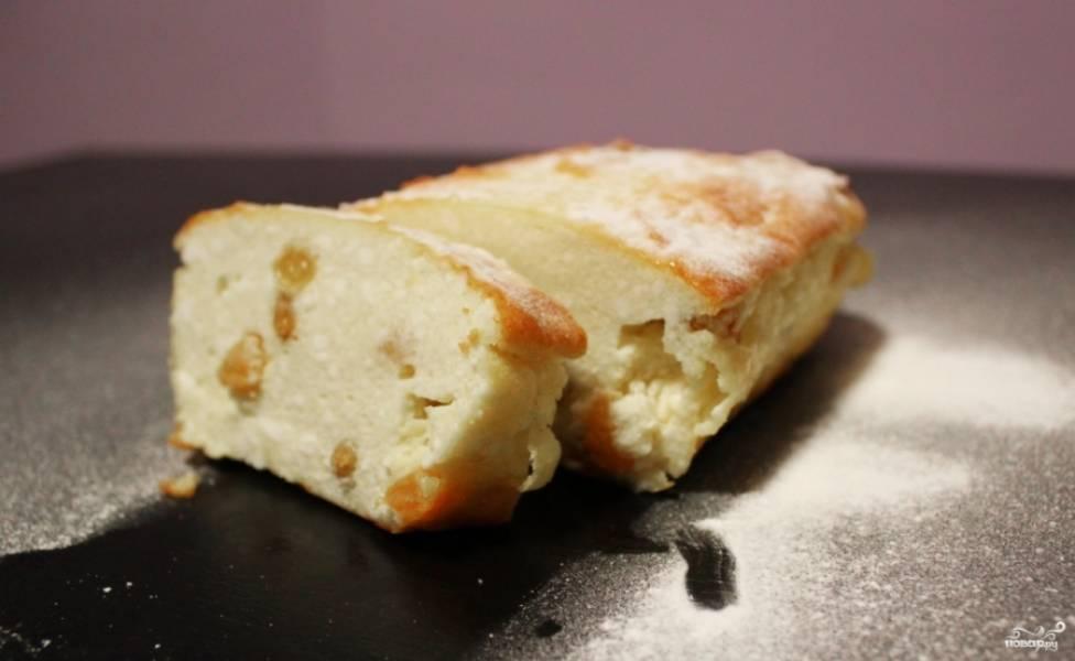 Перед подачей готовую простую творожную запеканку посыпьте сахарной пудрой. Приятного аппетита!