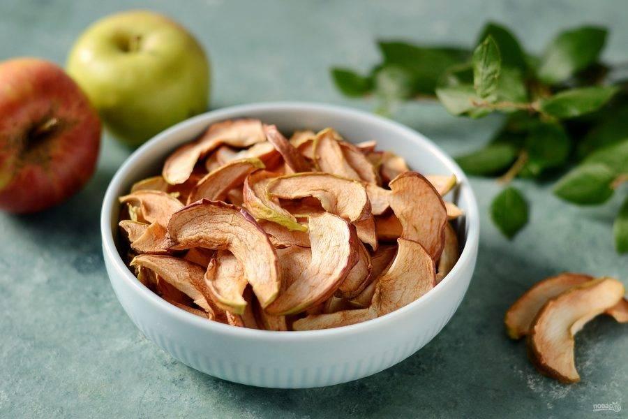Сушеные яблоки в мультиварке готовы. Храните их в плотно закрытой стеклянной банке.